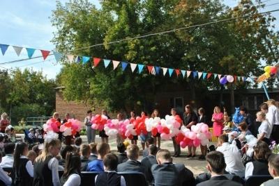 Нотариусы поздравили школьников с Днем знаний