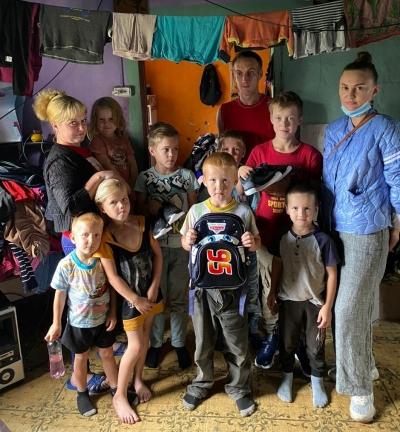 Нотариусы Красноярского края помогли учащимся из Боготольского района собраться в школу