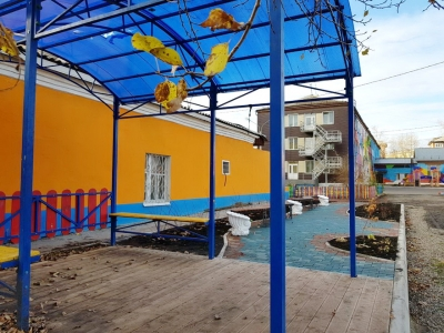 Нотариальная палата Красноярского края помогает благоустраивать территорию детского дома