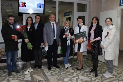 Юристы поздравили с Днем Победы пациентов госпиталя ветеранов войны